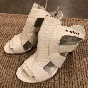New Stuart Weitzman snake white mule/ sandal!